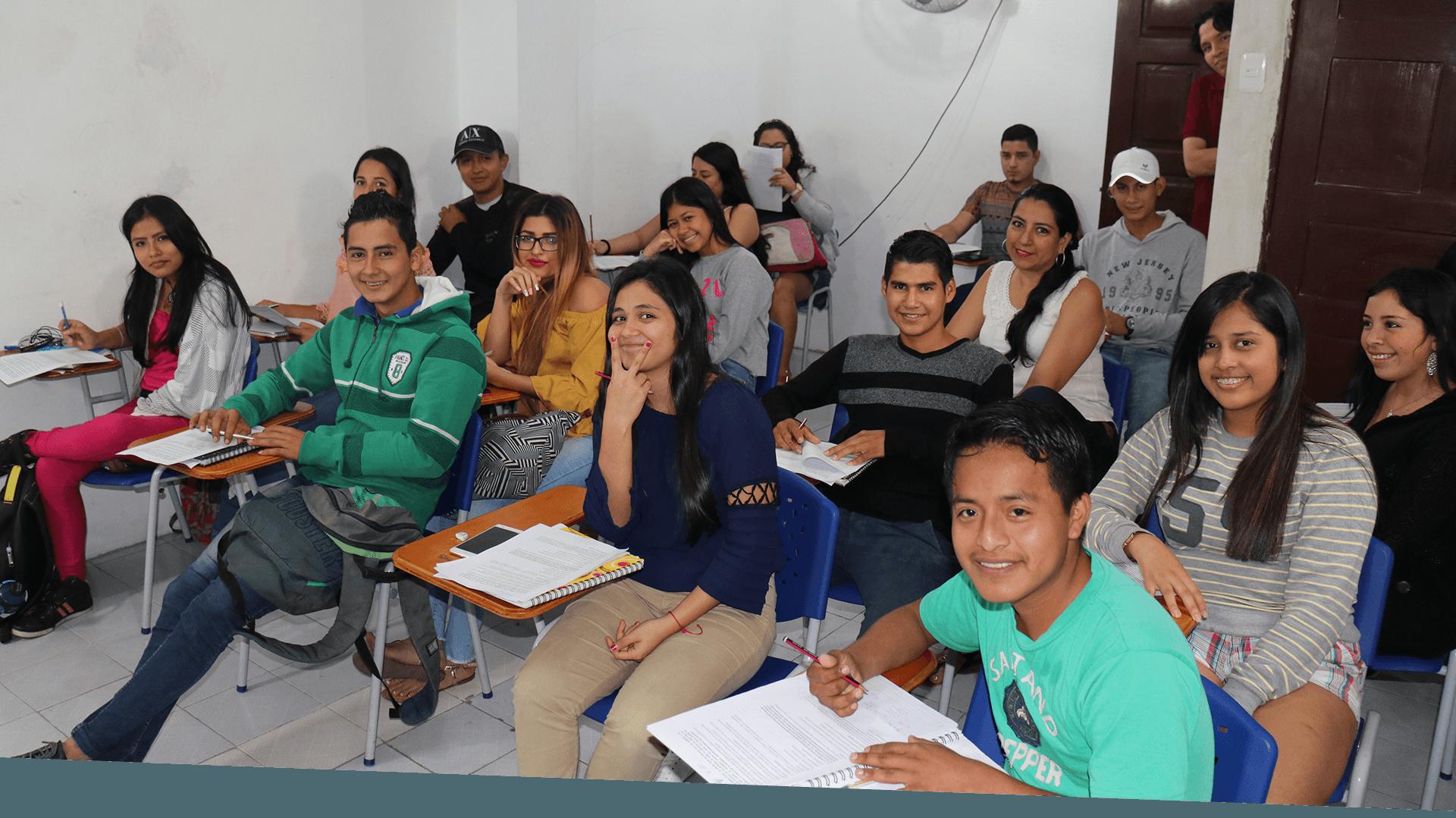 Alumnos en clases de preunviersitario aprender ambato